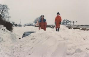 car stranded in snowdrift - Wadhurst 1987